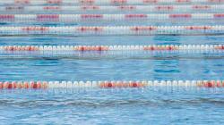 Un jeune retrouvé au fond d'une piscine à Montréal est dans un état
