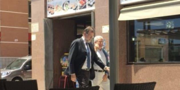 Mariano Rajoy con Francisco Riquelme, en Santa Pola.