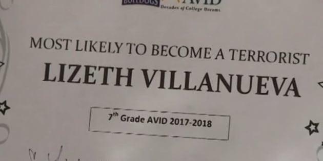 """Ce prof a remis un diplôme de """"celle qui a le plus de chance de devenir terroriste"""" à l'une de ses élèves."""