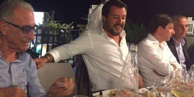 Les photos de Salvini en pleine fête après l'effondrement du pont à Gênes passent très mal.