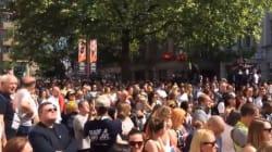 Manchester si unisce nel dolore cantando