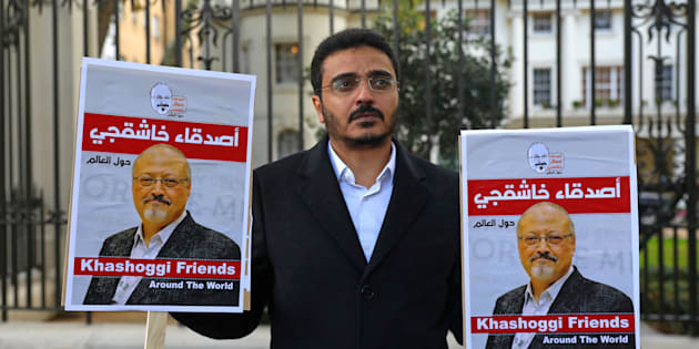 Une manifestation en réaction à la mort de Jamal Khashoggi devant l'ambassade saoudienne à Londres le 26 octobre