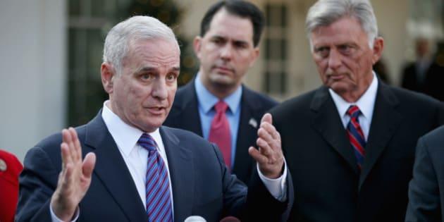 O governador Dayton não conquistou todas essas reformas manipulando as pessoas de forma perspicaz.