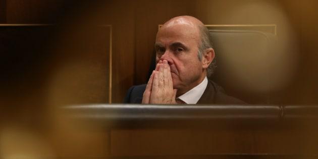 El ministro de Economía, Luis de Guindos, en el Parlamento.