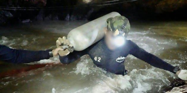 救助活動を続けていたダイバー(亡くなった人物と同一かどうかは不明)