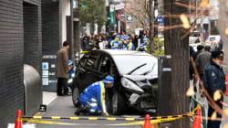 79歳運転、歩道に突っ込み7人負傷