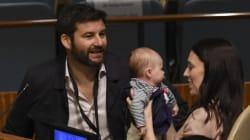 ニュージーランド女性首相が赤ちゃんと国連の会合に出席。日本代表団はあることに驚き...?