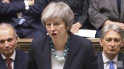 英メイ首相、EU離脱協定案の採決を延期