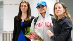 サウジ人女性、亡命先のカナダに到着 虐待から逃れて