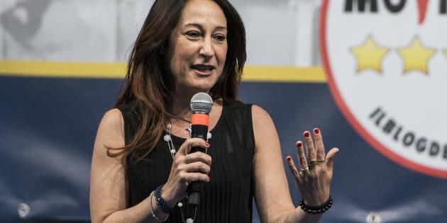 Paola Taverna ventila il complotto sul rogo dei rifiuti a Ro