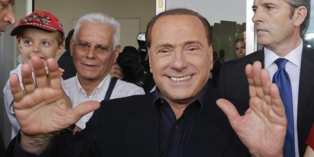 "Emmanuel Macron ""est un beau garçon qui a une belle maman"", Brigitte Macron, selon Berlusconi"