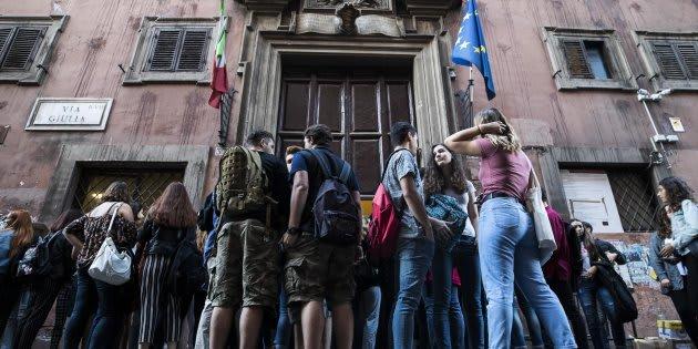Gli studenti il primo giorno di scuola al Liceo Virgilio di via Giulia, Roma, 14 settembre 2017