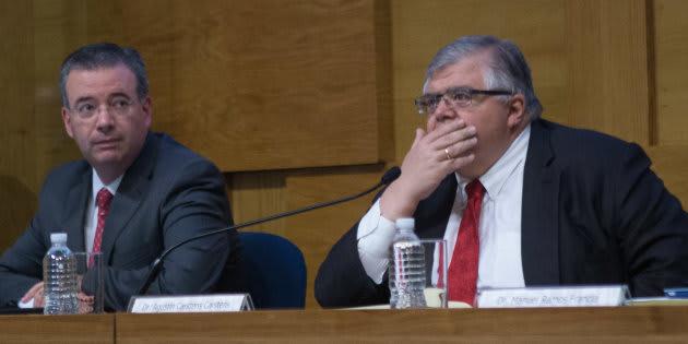 Agustín Carstens Carstens, gobernador del Banco de México, y Alejandro Díaz de León, subgobernador, durante el Informe Trimestral Abril Junio 2017.