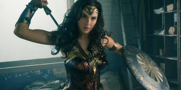 A atriz Gal Gadot interpreta a guerreira Diana no filme 'Mulher Maravilha'.
