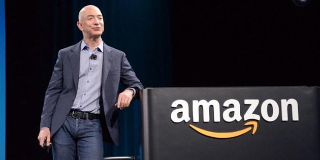 Jeff Bezos ringrazia il Black Friday: il suo patrimonio supera i 100 miliardi di dollari