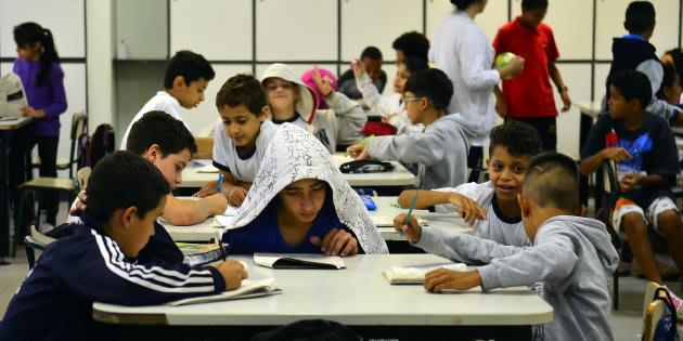 Investir nas pessoas e nas escolas garantirá um ambiente mais favorável no futuro.