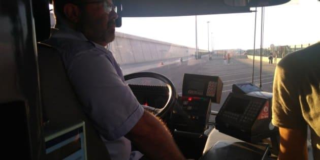 À Valence, ces conducteurs de bus ont sacrifié leur jour de repos pour aider au débarquement des migrants