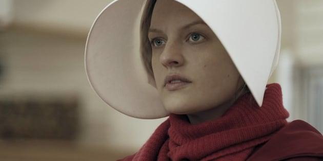 Elisabeth Moss deu detalhes sobre as cenas de estupro em 'O Conto da Aia'.