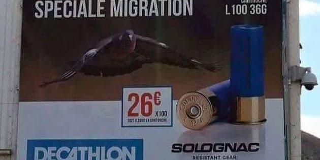 Placardée sur un magasin d'Ajaccio, l'affiche publicitaire de Decathlon a créé la polémique.