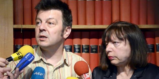 GPA: La justice française refuse de trancher pour l'instant sur l'affaire Mennesson (En photo, le couple Mennesson le 26 juin 2014 à Paris)