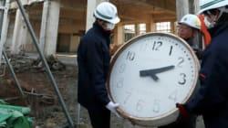 大槌町旧庁舎の壁時計・はしご、取り外し 解体へ準備