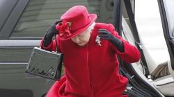 海外のネット民、英エリザベス女王の写真でコラ画像選手権を始めてしまう