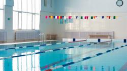 学校プールの水、19日間も出しっ放しに。水道代は116万円