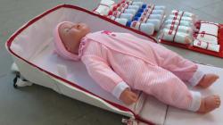 ベビーベッドにもなる「防災マザーズバッグ」、防災士の資格持つデザイナーが開発 赤ちゃんとの避難生活で役立つアイデア満載