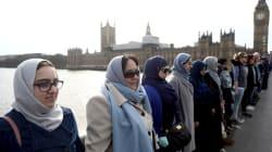 Decenas de musulmanas se reunieron en el puente de Londres para condenar el