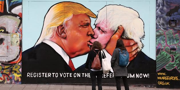 Un street art à Bristol représente Donald Trump et Boris Johnson.