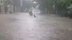 Il n'y a pas que Houston qui est inondée: Bombay est aussi sous
