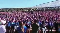 I tifosi dell'Islanda si preparano al match con l'Argentina con il geyser