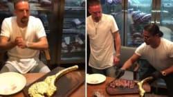 La bistecca d'oro (da 1200 euro) costa caro a Ribery. E lui sbotta: