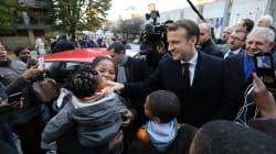 Bain de foule et fillette réconfortée, Macron est retourné en
