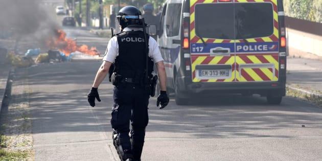 Un policier dans le quartier de de Breil à Nantes après les émeutes qui font suite à la mort d'Aboubakar F.