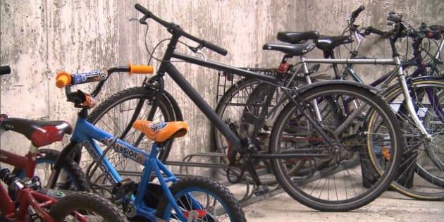 Un stationnement pour vélos dans le sous-sol de la victime de vols. Photo : Radio-Canada