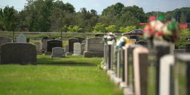 Le cimetière à Saint-Apollinaire.