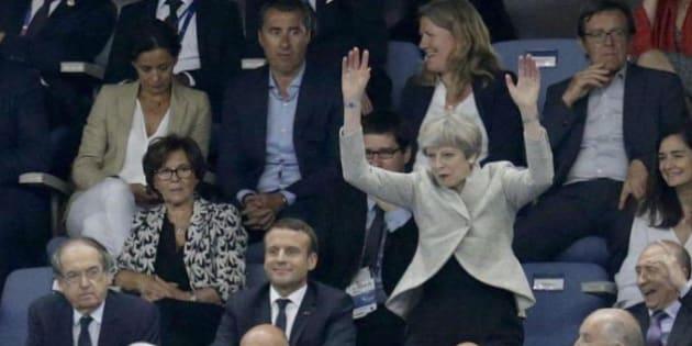 La ola ratée de Theresa May n'est pas passée inaperçue