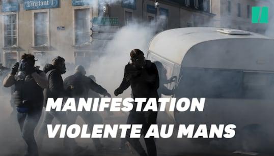 Les images de la manif de forains qui a dégénéré en violents affrontements au