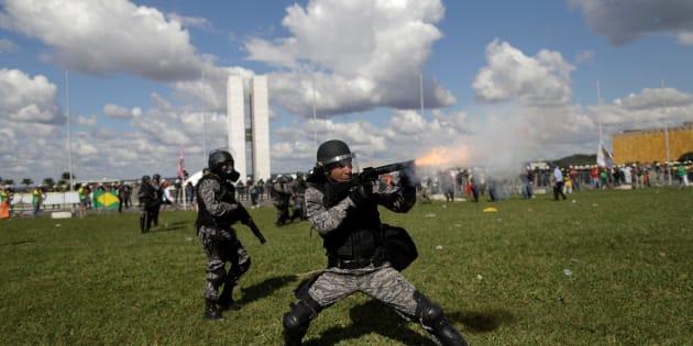 Protesto em Brasília terminou em confronto com a polícia.
