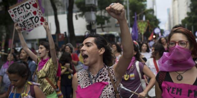 """Au Brésil, la """"stérilisation forcée"""" d'une femme sans-abri fait polémique (Photo prise lors d'une manifestation contre les violences faites aux femmes, Rio de Janeiro, novembre 2017)"""