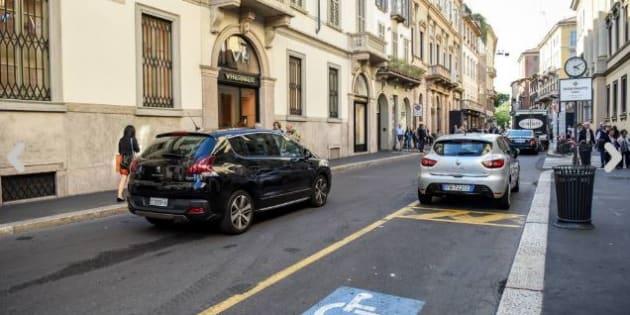 Case in Lussemburgo e società nei paradisi fiscali: ecco chi è Il proprietario della Ferrari sul parcheggio disabili a Milano