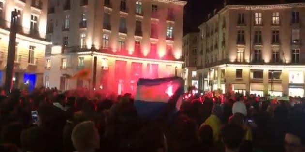 Des centaines de supporters ont chanté en hommage à l'attaquant, présent à Nantes depuis 2015.