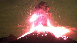 Les images de la violente éruption d'un volcan