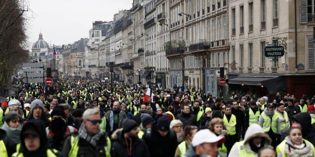 Des gilets jaunes manifestant à Paris le 5 janvier 2019.