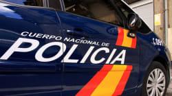 Tiran a una mujer de un coche en marcha tras robarle 1.100 euros en