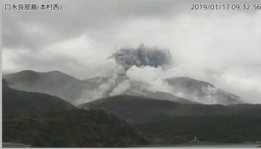 口永良部島で噴火 内閣府が注意喚起「直ちに身を守る行動とって」