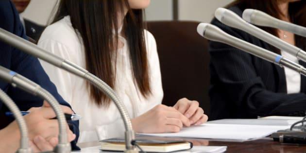 記者会見した原告の女性=2018年5月17日午後4時18分、東京・霞が関の司法記者クラブ、酒本友紀子撮影