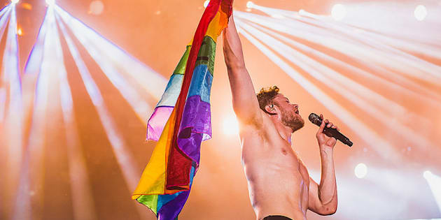 Dan Reynolds pediu bandeira LGBT para a plateia e mostrou apoio à diversidade durante o Lolla 2018.