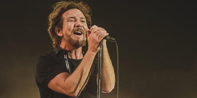 Eddie Vedder deu show não apenas nos vocais, mas ao discursar a favor da igualdade de direitos entre homens e mulheres.